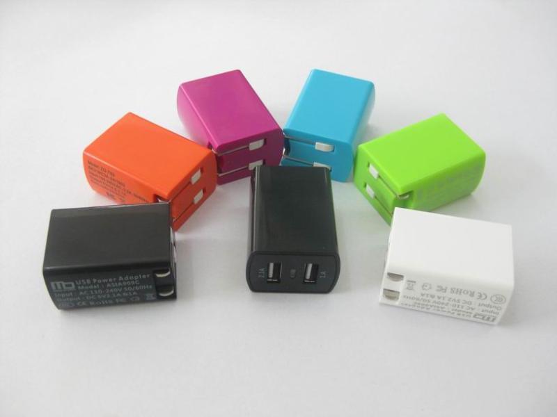 新款私模专利5v2.1a加1a双usb充电器 两个接口usb适配器 av adapter