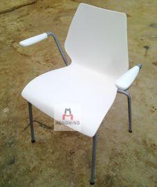 一体注塑成型时尚休闲餐椅 钢架塑料餐椅 仿曲木板餐厅餐椅塑胶椅