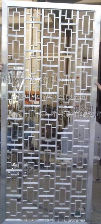 如不锈钢屏风、不锈钢花格、不锈钢镂空雕花板、不锈钢镂空隔断,不锈钢装饰制品美观具有金属质感,且立体感极强,大方、气派,具**的视觉效果