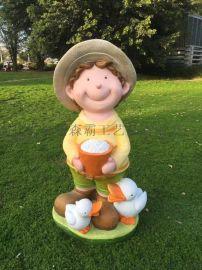 玻璃钢卡通雕塑 人物雕塑 园林草帽小孩厂家