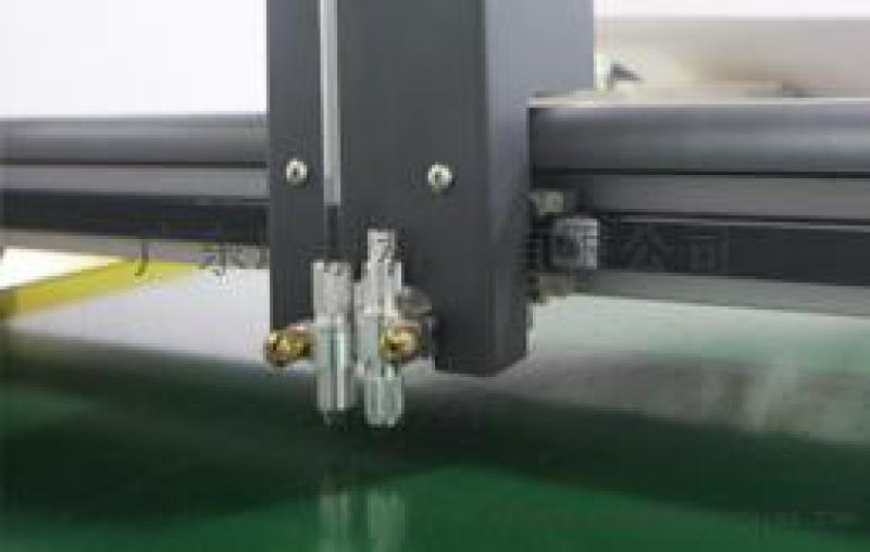 电子胶片切割机-瑞洲科技