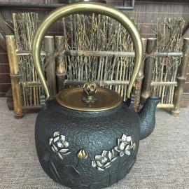 厂家茶具批发日本铸铁鎏金无涂层铁壶荷塘可定制茶壶茶杯