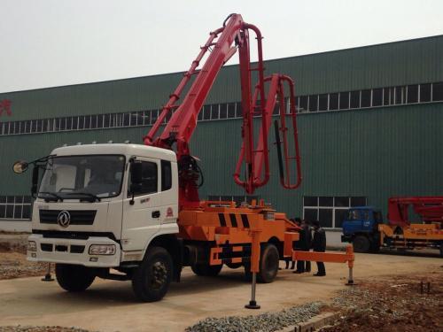 新款华一重工东风御虎臂架式混凝土泵车