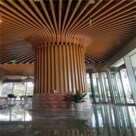山百草园灯笼包柱铝方通 入口仿木纹灯柱弧形铝方管