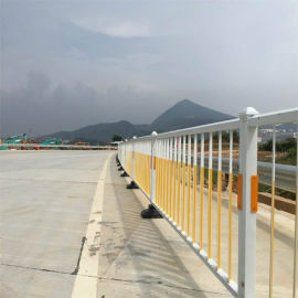 永坤实业供应锌钢护栏 铁艺护栏  人行道隔离护栏