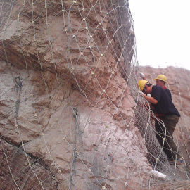 富海厂家热卖镀锌钢丝边坡防护网 耐磨损使用寿命长