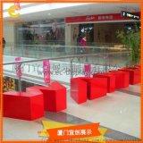 商場休息區凳子擺放   字母形狀凳子 美陳裝飾