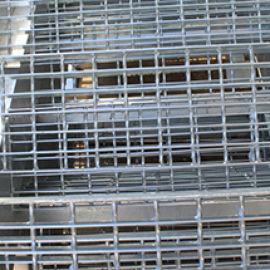 厂家加工 钢梯踏步板 沟盖板 专业钢梯楼梯踏步板