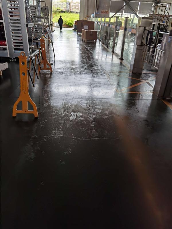 地面除溼機 解決牆壁出水地面溼滑