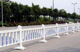 供应贵阳道路护栏网,瑞隆金属丝网厂道路护栏网规格齐全,