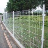 沃达现货双边丝护栏网 场地钢丝网护栏