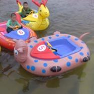 热销直销碰碰船 亲子碰碰船 卡通水上碰碰船