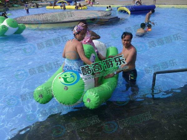 麗江水上滑梯,放在水池上的水滑梯,游泳池上充氣滑梯
