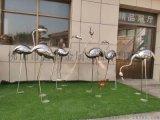 水景鏡面不鏽鋼火烈鳥雕塑錘鍊而成擺放的造型蔚爲壯觀