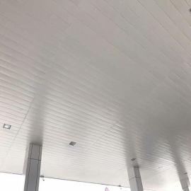白色铝合金条板 定制加工装饰天花 加油站专用高边防风铝条扣板