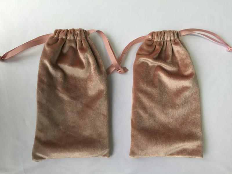 供应束口绒布袋 多种颜色拉绳化妆天鹅绒袋小绒袋可加印logo