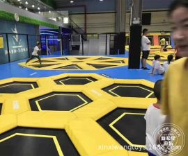 上海蹦床迷宫斜面酷跑蹦床躲避球碰碰球区室内大型儿童游乐园设备