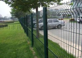 三角折弯护栏网 桃型柱护栏网 厂区护栏厂家