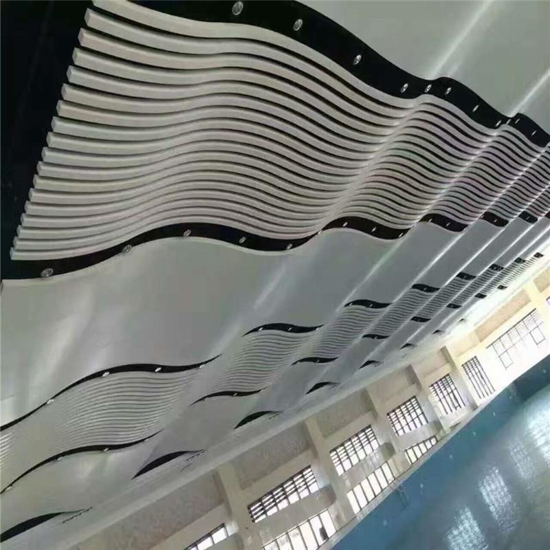 中山建材廠家定製弧形鋁方通大堂酒店仿木紋波型鋁單板
