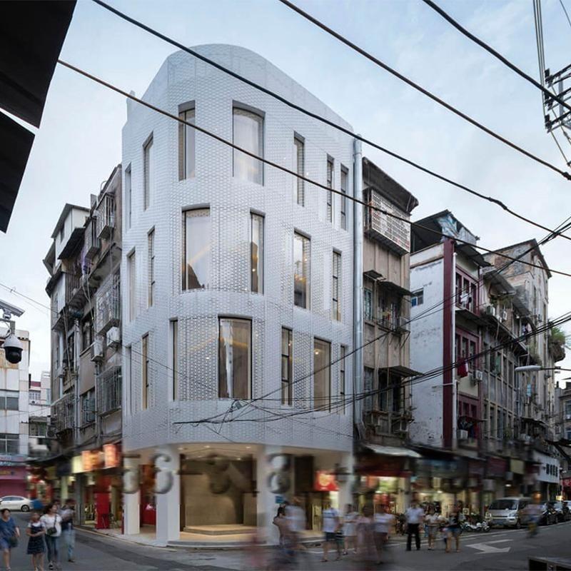 金屬穿孔鋁板外立面幕牆案例之福建廈門餐廳外立面改造幕牆裝飾網