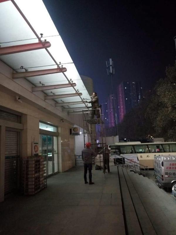 郑州地铁超大版玻璃维保