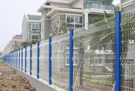三角折弯护栏,场区围网、折弯隔离网