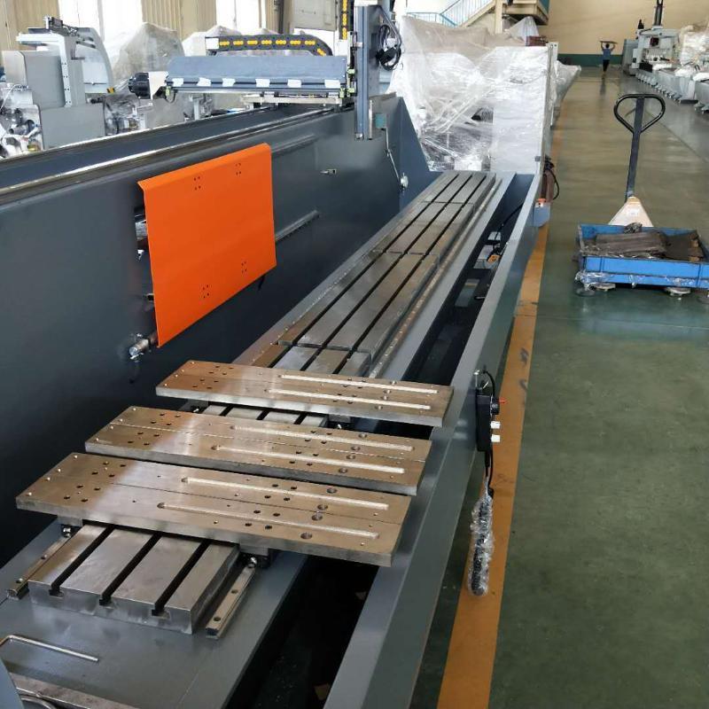 汽车配件加工设备 铝型材三轴数控加工中心