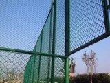 足球场围网厂家常年供应 包塑编织勾花网 镀锌勾花网 运动场学校墨绿色围网批发