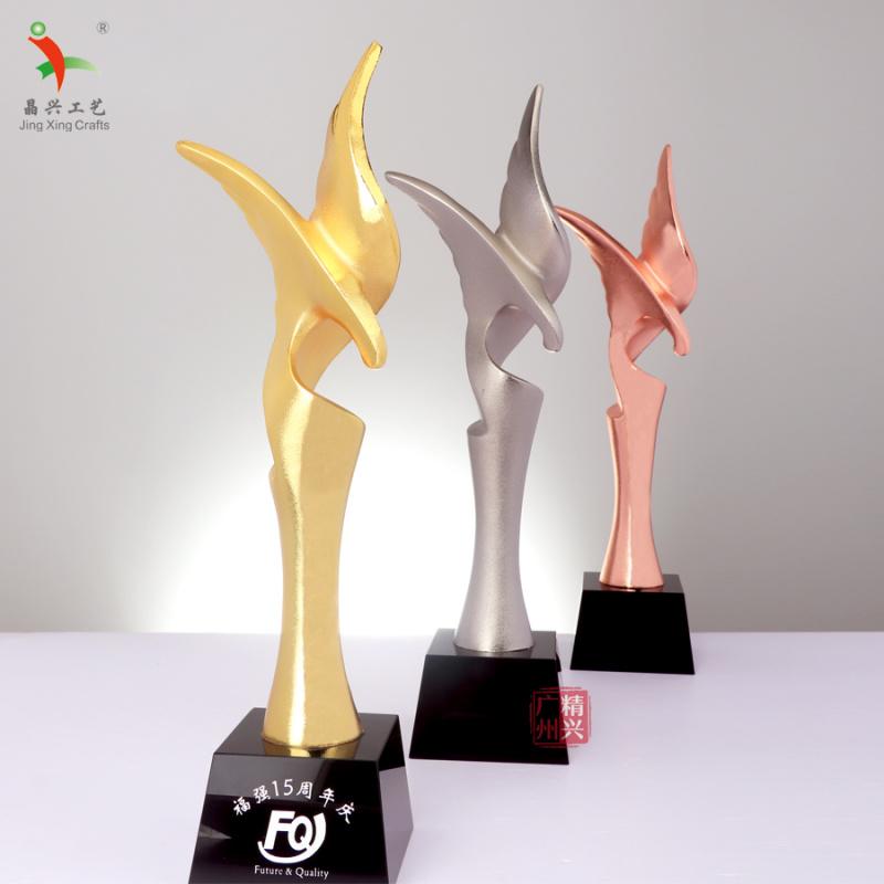 合金老鹰奖杯定制团队荣誉颁奖奖杯创意造型比赛专用杯