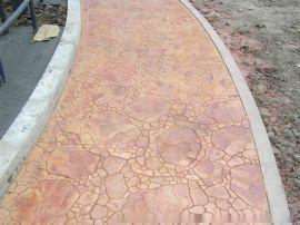压花混凝土地坪是一种新颖的路面铺设材料