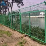 綠色浸塑護欄網 圈地鐵絲網圍欄