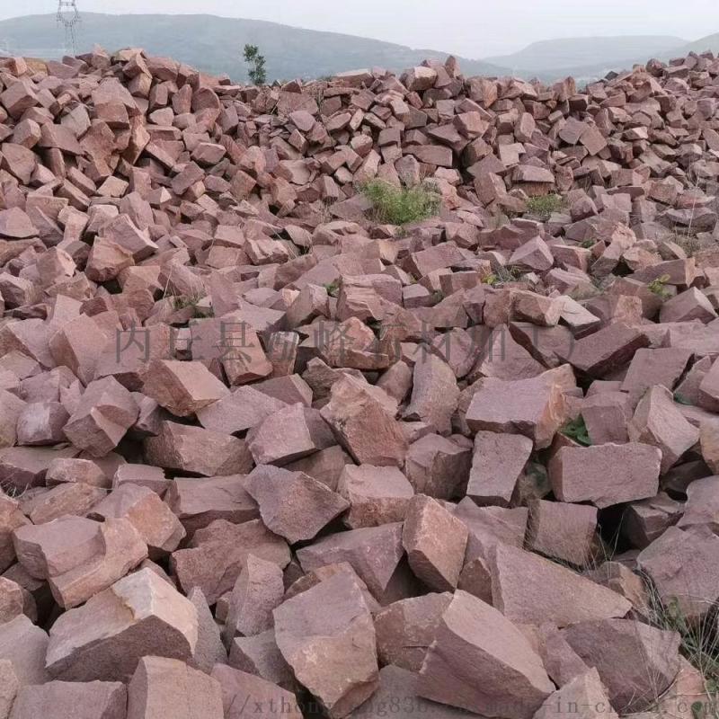供应红色石头浆砌片石 景观垒墙护坡毛石铺地碎拼石