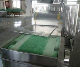 隧道式乳胶制品微波干燥机