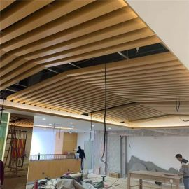 鋁方通幕牆裝飾 辦公室牆身仿木紋鋁方管立體幕牆天花