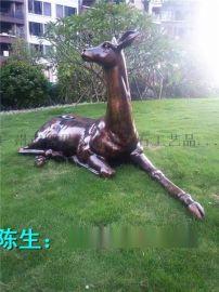 户外玻璃钢梅花鹿 古铜梅花鹿仿真价格 玻璃钢雕塑厂动物圆雕图片