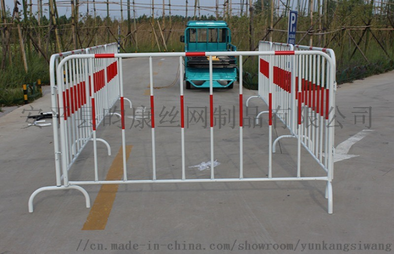 铁马护栏现货厂家/道路施工栅栏/可移动铁马栏杆