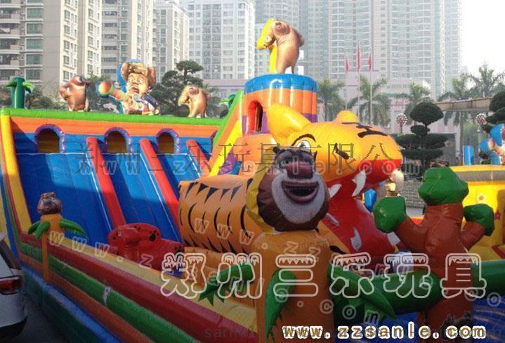 廣西崇左廣場上小孩子玩的大車充氣滑梯蹦蹦牀什麼價位
