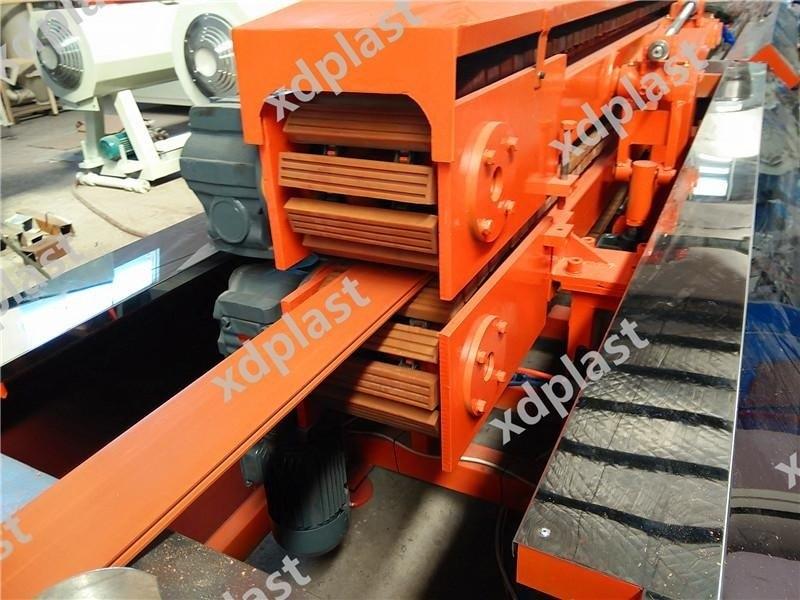 PVC木塑地板生产设备