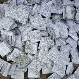 各種規格芝麻灰彈石黑色彈石路面鋪裝芝麻灰小料石