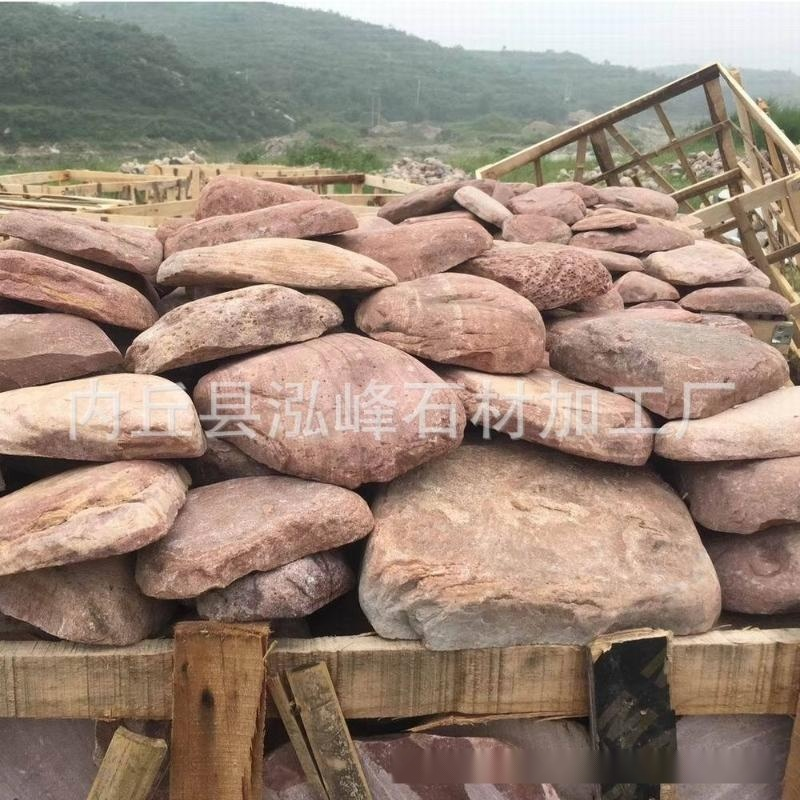 廠家批發河北板岩黃木紋鵝卵石 定製黃色河卵石機切面 黃木紋碎拼