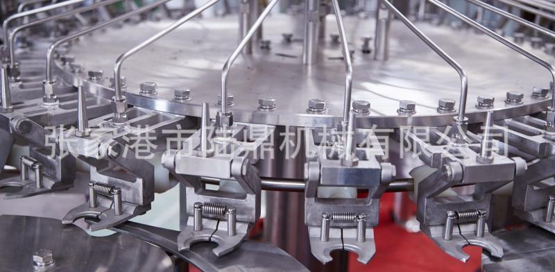 液体全自动灌装机 纯净水三合一灌装生产线