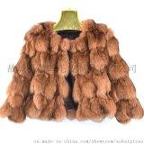 狐狸毛皮动物自然年轻漂亮温馨时尚女式夹克妇女休闲街