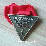 奖牌定制可爱卡通运动会奖章logo合金三角形纪念章