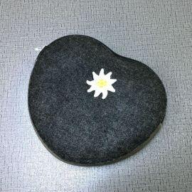 厂家定制小清新刺绣简约洗漱包 创意可爱心型小钱包 原单收纳包