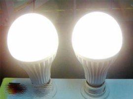 塑料壳  5W  LED球泡灯