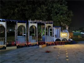 很受欢迎的玻璃钢大型发光火车造型雕塑公园景观摆件