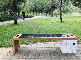 太阳能智能椅、手机充电站