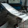 白色食品级皮带输送机 裙边横挡板防侧漏料提升机生产加工定做厂
