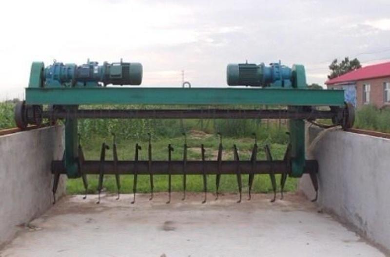 槽式翻堆机-多功能行走式翻堆机-粉碎搅拌翻堆机