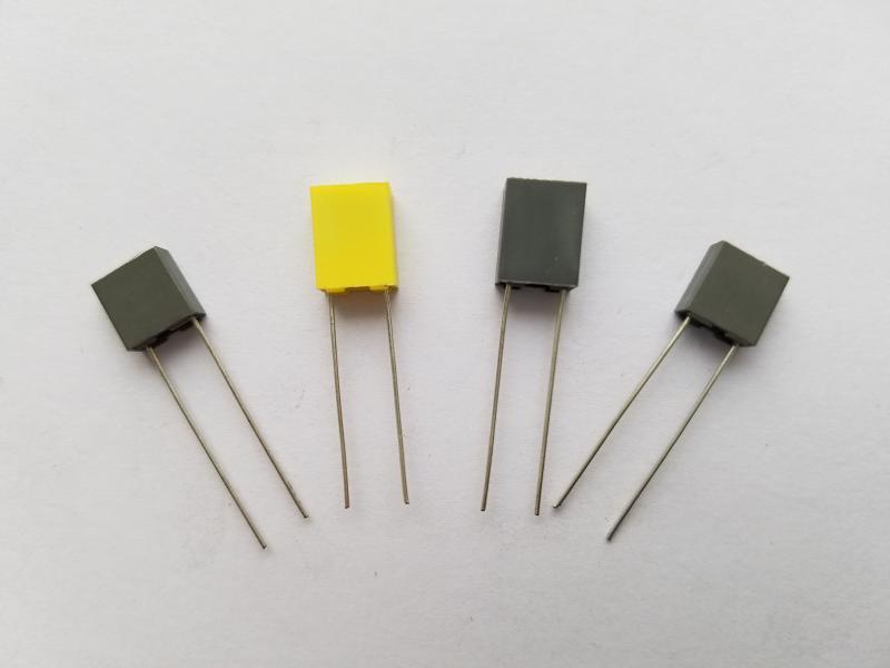 CL233X小型化聚脂膜盒装校正电容(MEM)